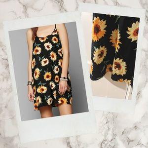 Kimchi Blue ▪ UO 90s Styled Sunflower Shift Dress